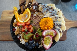 Raw snickers smoothie bowl, Cardamom Pod Brickworks
