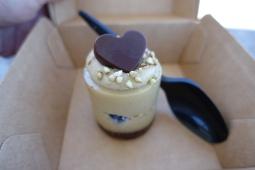 Raw white chocolate blueberry cake from Blendlove